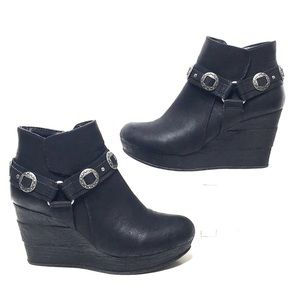 Western wedge bootie Sbicca black 8